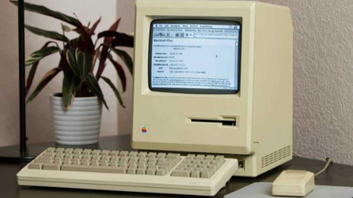 Macintosh Plus acessando internet