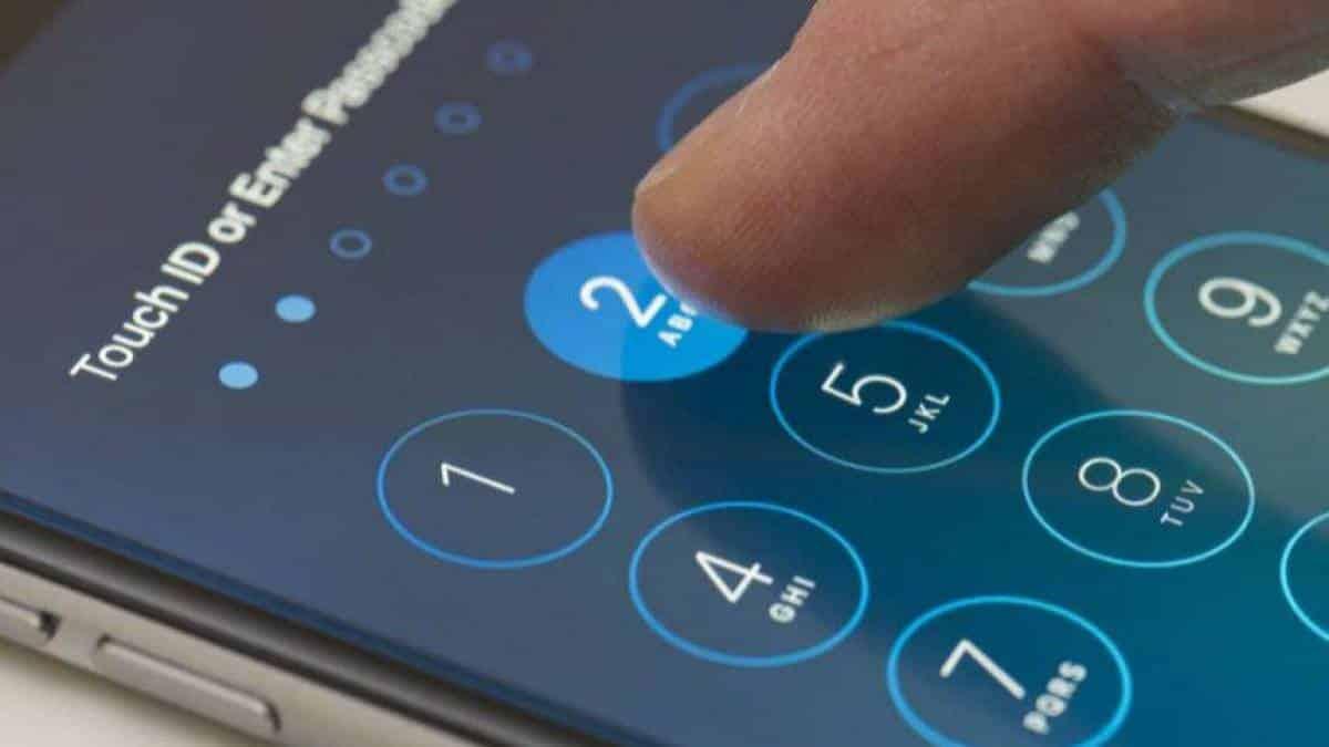 Resultado de imagem para iphones sendo espionado