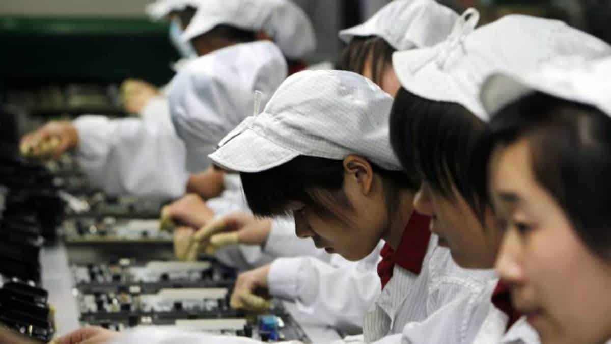 Funcionários de uma fábrica de Iphone na China
