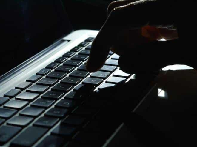 Câmara aumenta pena por 'ofensas' nas redes sociais; entenda