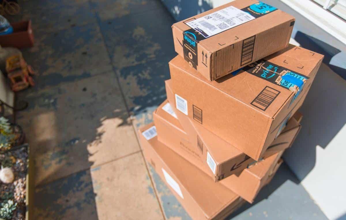 Abracadabra! Funcionária da Amazon faz entrega inusitada nos EUA; veja