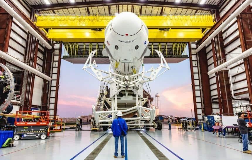 SpaceX e Space Adventures fecham acordo para levar turistas ao espaço
