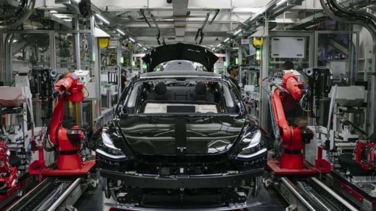 Tesla produção