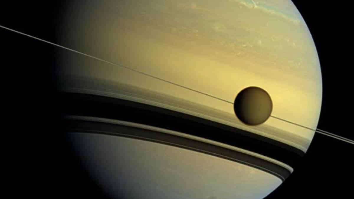 Resultado de imagem para lua titã