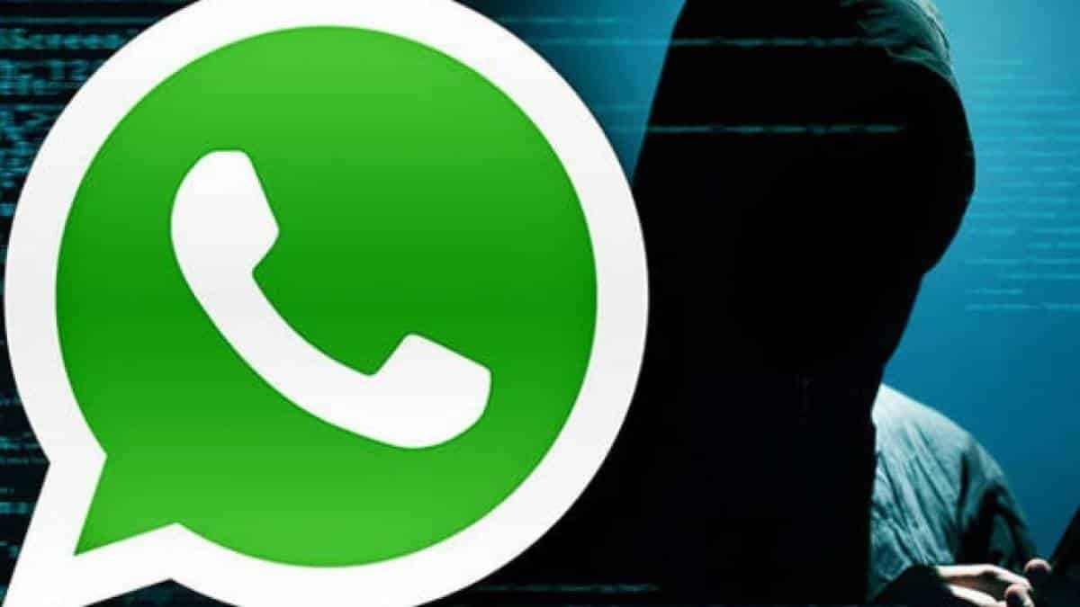 Facebook vigia WhatsApp