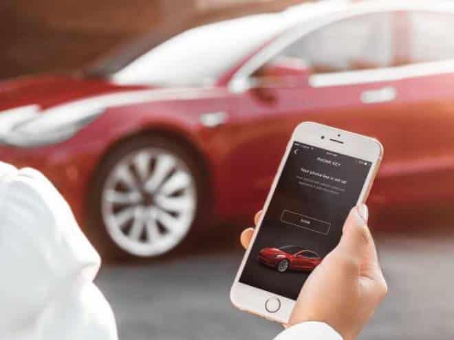 Donos de carros da Tesla ficaram sem poder entrar nos veículos