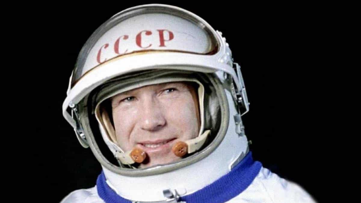 Resultado de imagem para cosmonauta russo Alexei Leonov morreu