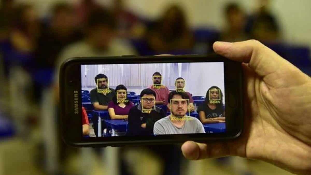 Reconhecimento facial em escolas