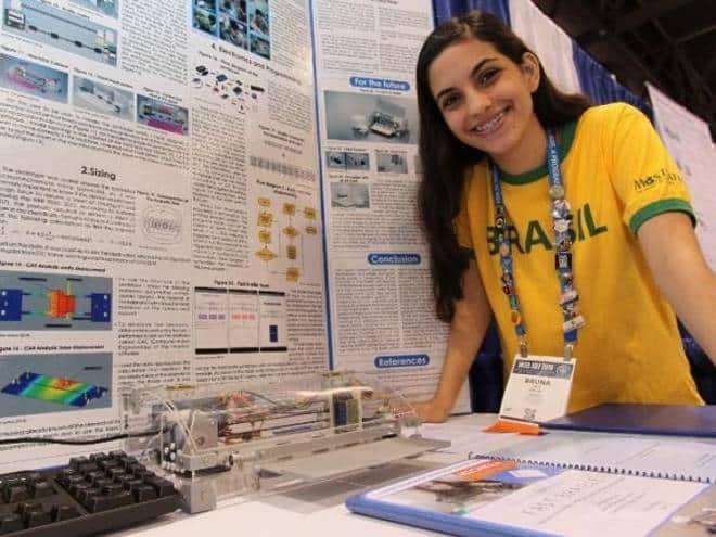 Brasileira de 19 anos cria impressora em Braille para texto e voz