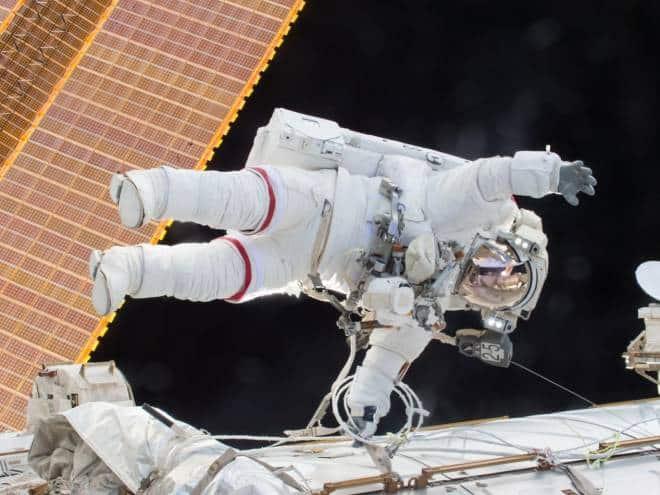 Veja ao vivo a primeira caminhada espacial totalmente feminina