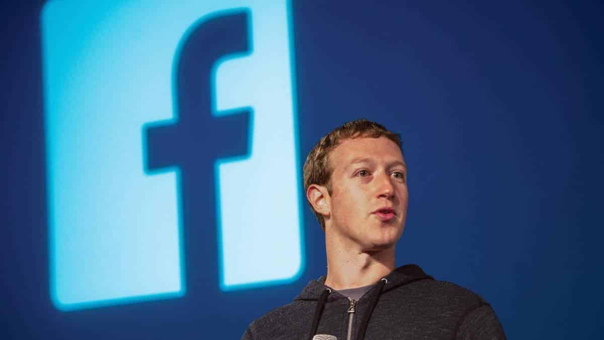 George Soros pede para que Mark Zuckerberg deixe seu cargo no Facebook