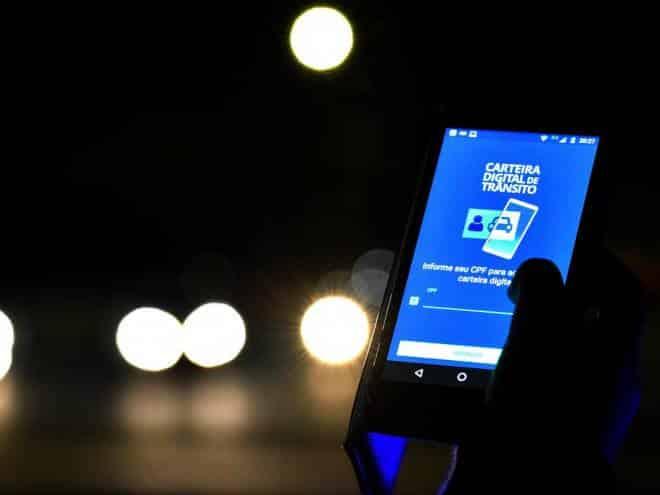 Carteira Digital de Trânsito vai alertar motorista sobre multas pelo celular