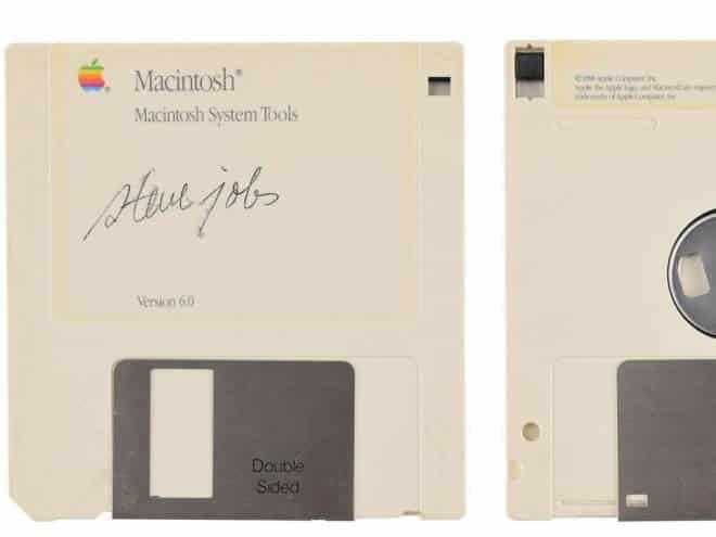 Disquete autografado por Steve Jobs é vendido por 350 mil reais