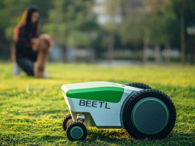 Robô recolhe cocô de cachorro automaticamente