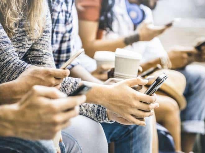 Proteja-se: vício em celular é cada vez mais comum!