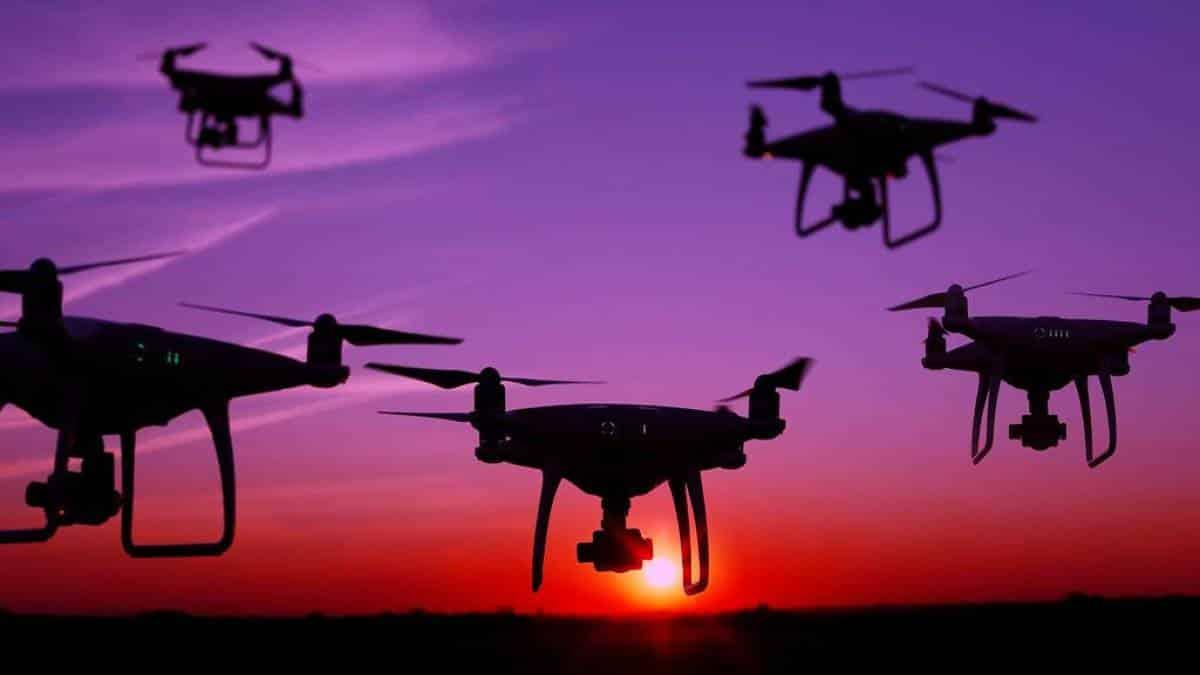 Resultado de imagem para drones dão bronca em quem nao usa mascara na china
