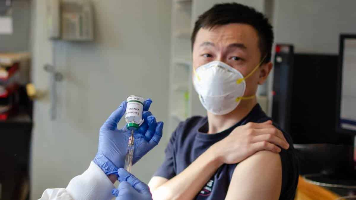 Resultado de imagem para vacinas corona virus imagem