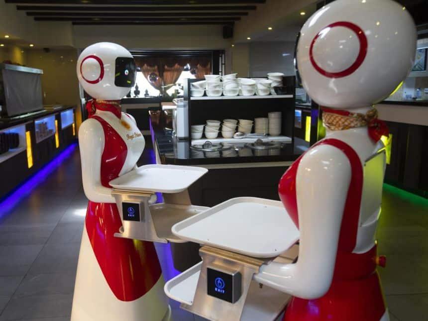 20200601032013_860_645_-_robo Restaurante na Holanda usa robô-garçom para manter isolamento social