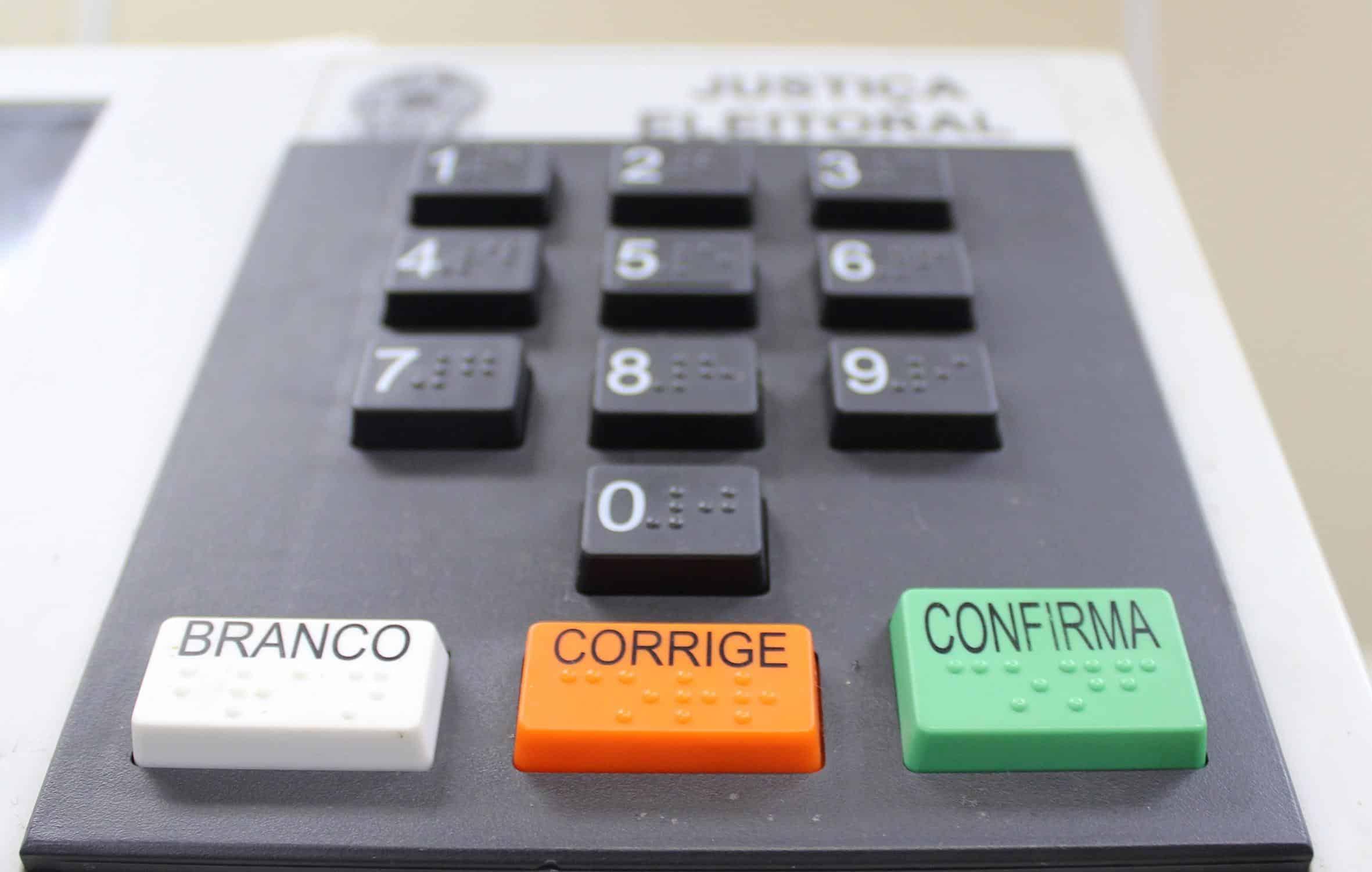 Câmara aprova PEC, e eleições serão adiadas para novembro devido à Covid-19