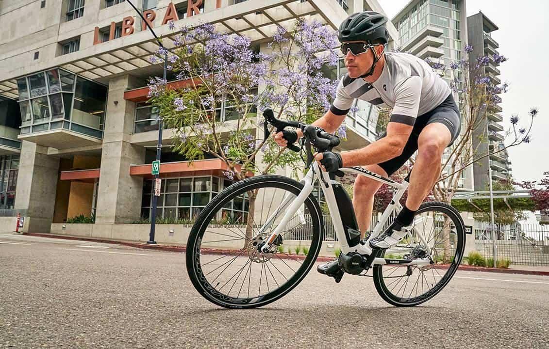 Bike elétrica da Yamaha atinge 45 km/h, mas custa caro