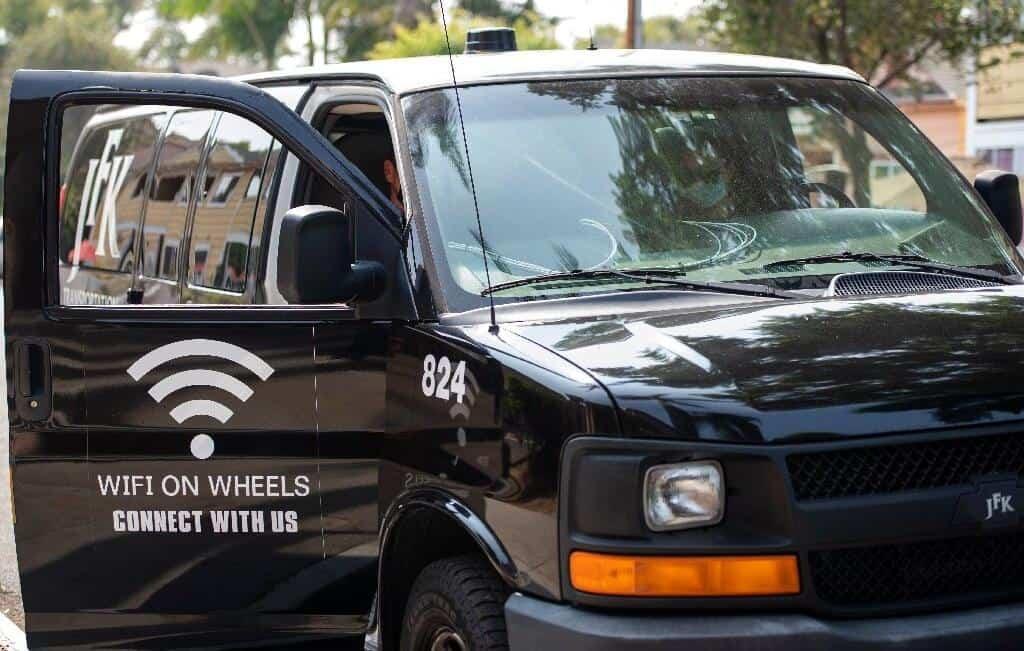 Minivans com Wi-Fi ajudam alunos a acessarem aulas virtuais nos EUA