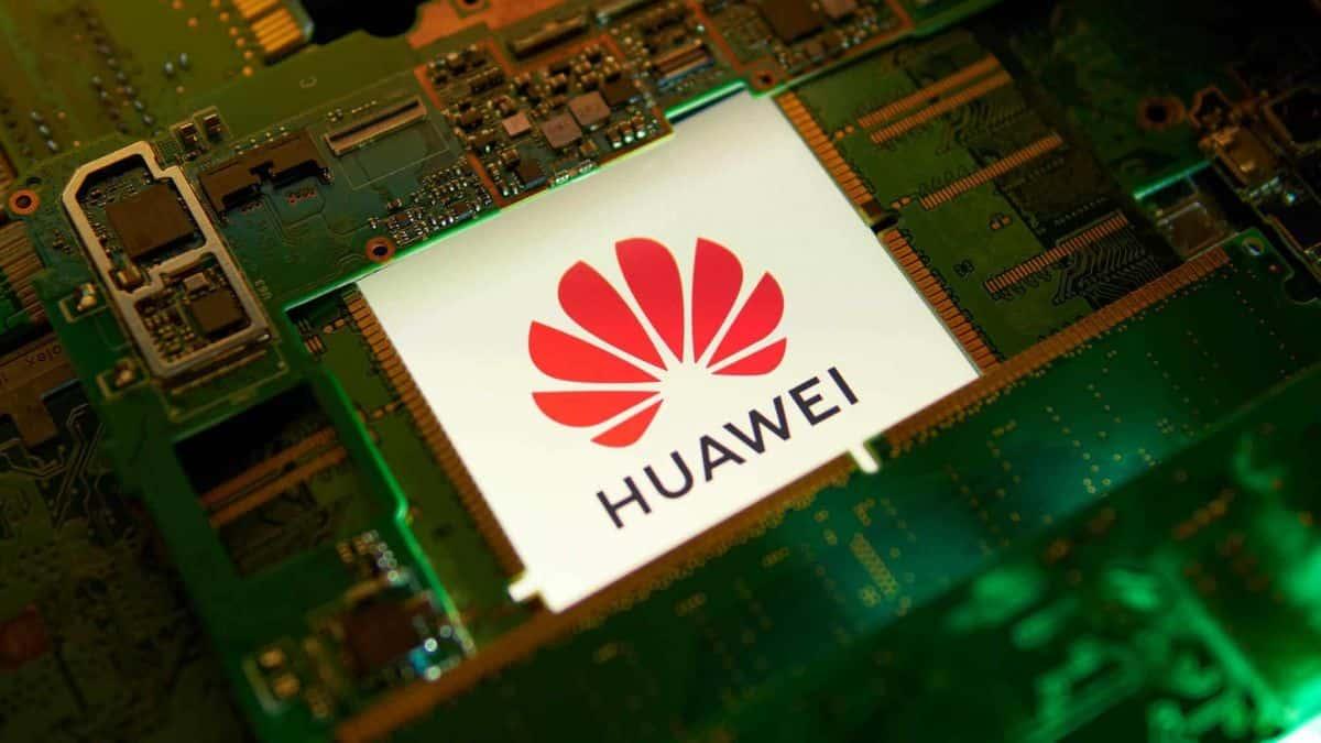 Huawei planeja iniciar fabricação de chips sem tecnologia americana