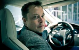 """Tesla CEO eases dispute with Apple: """"not useful"""""""