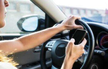 El sistema de seguridad alerta cuando el conductor se distrae detrás del volante