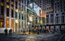 Man threatens to kill himself with sword inside Apple store in NY