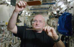 Astronauta mostra como jogar pingue-pongue com uma bola d'água no espaço; veja