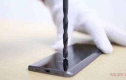 Smartphone da Xiaomi é tão forte que resiste a ataques de furadeira