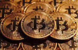 Bitcoin desaba novamente com novas restrições na China e nos EUA