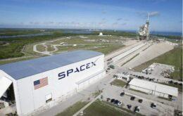 SpaceX enviará duas pessoas em uma viagem ao redor da Lua no ano que vem