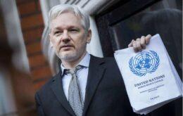 Equador quer Julian Assange fora de sua embaixada
