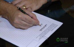 Escrever à mão pode virar coisa do passado; será que vale a pena só digitar?