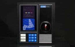 Réplica de HAL-9000 controla sua casa e responde a comandos de voz