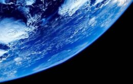 Terra já foi completamente coberta por oceanos, aponta estudo