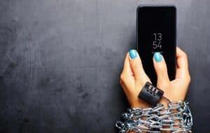 Nomofobia: entenda as pessoas que não conseguem desgrudar do celular