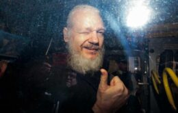 Governo dos EUA pede a extradição de Assange devido à nova acusação