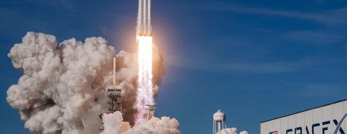 Lançamento de um foguete Falcon Heavy, da SpaceX