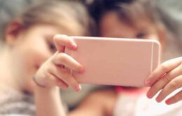 Criança consegue burlar restrições para usar o YouTube além do tempo liberado pelos pais