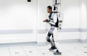 Exoesqueleto faz tetraplégico andar novamente