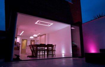 Sistema de iluminação inteligente sincroniza jogos, filmes ou música