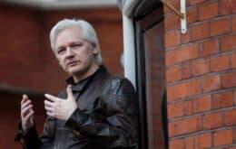 Justiça sueca suspende investigação de estupro contra Assange