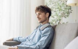 El altavoz Sony acaricia tu cuello mientras miras televisión