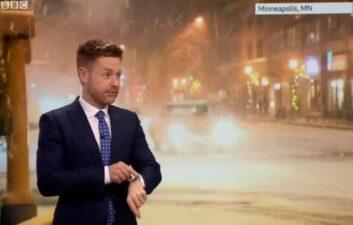 Siri contradice el pronóstico del meteorólogo en vivo en la televisión