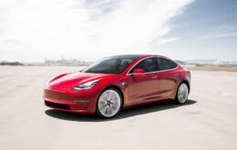 Carros da Tesla podem ser 'hackeados' para trafegar acima do limite