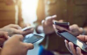 Brasileiros passam 3h40 por dia em aplicativos