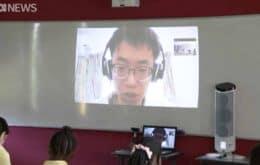 Coronavírus: professor em quarentena dá aula por videochamada