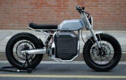 La motocicleta eléctrica simula sonidos de modelos antiguos.